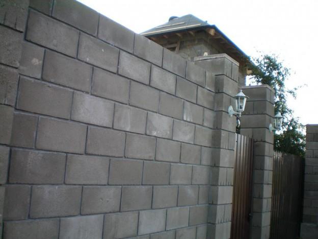 Забор из шлакоблоков